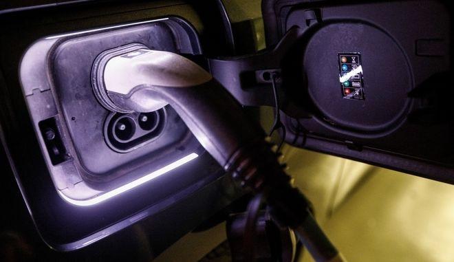 Παροσυίαση ηλεκτρικών αυτοκινήτων στην Βουλή την Παρασκευή 6 Δεκεμβρίου 2019. (EUROKINISSI/ΓΙΩΡΓΟΣ ΚΟΝΤΑΡΙΝΗΣ)