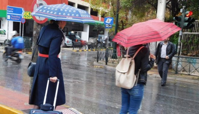 Δυνατή καταιγίδα με χαλαζόπτωση στο κέντρο της Αθήνας την Τετάρτη 9 Νοεμβρίου 2016. (EUROKINISSI/ΓΙΩΡΓΟΣ ΚΟΝΤΑΡΙΝΗΣ)