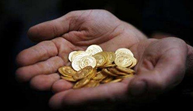 Κλέφτες επέστρεψαν λίρες και χρήματα σε ηλικιωμένο ζευγάρι στα Τρίκαλα