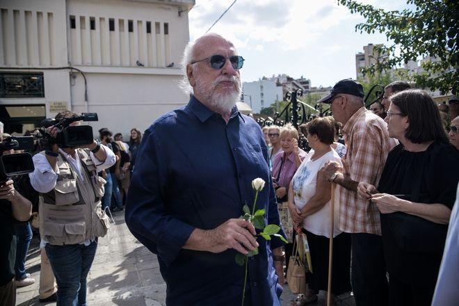 Διονύσης Σαββόπουλος στην κηδεία Λαυρέντη Μαχαιρίτσα