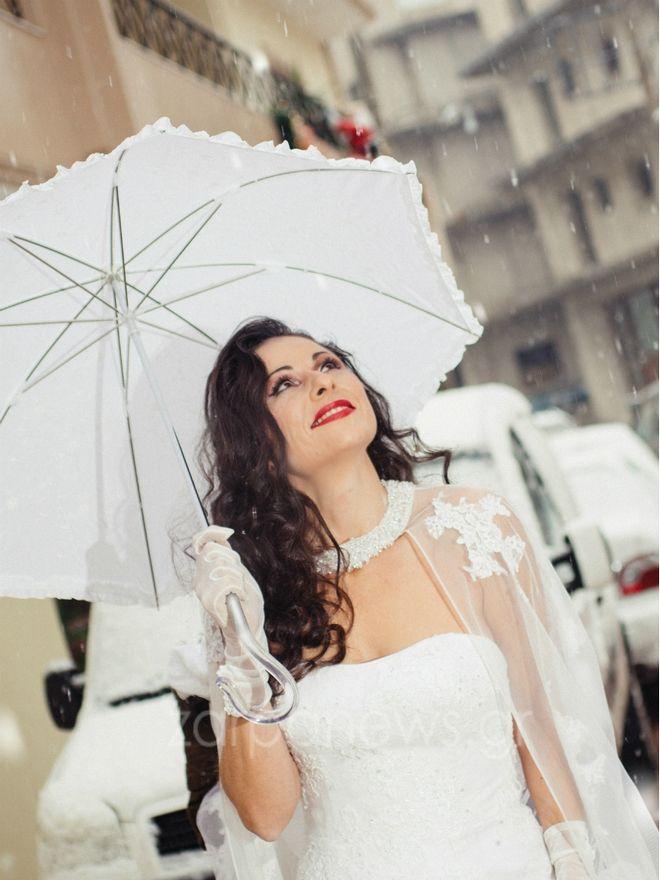 Φωτογραφίες: Η ατρόμητη νύφη του χιονιά στα Χανιά