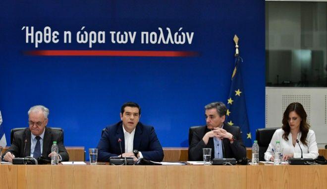 Στιγμιότυπο από τη συνέντευξη τύπου του Πρωθυπουργού Αλέξη Τσίπρα με το Οικονομικό επιτελείο, στο Ζάππειο