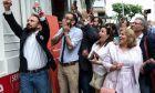 Πανηγυρισμοί στο εκλογικό κέντρο Ζέρβα στη Θεσσαλονίκη
