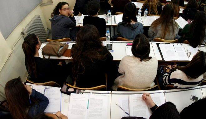 Φοιτητές στο Πανεπιστήμιο Αθηνών