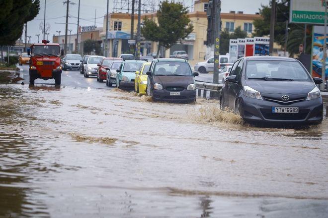 Πλημμυρισμένη η Λεωφόρος Μραθώνος στο ύψος του Πικερμίου