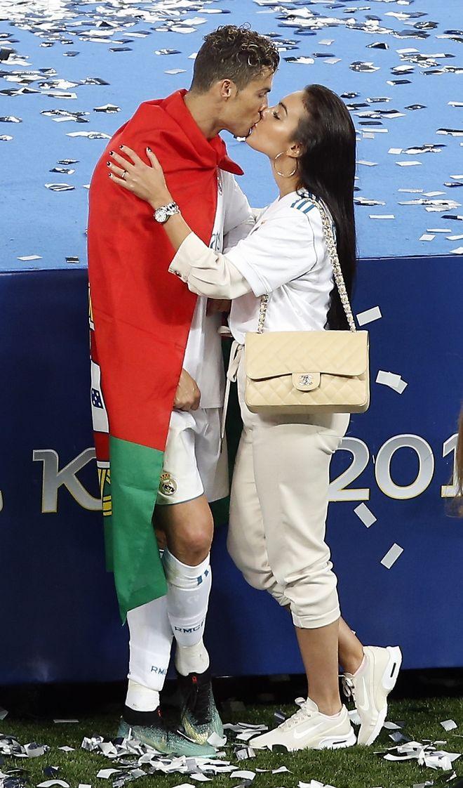Το φιλί στον Κριστιάνο Ρονάλντο από την σύντροφό του Χεορχίνα Ροντρίγκεθ
