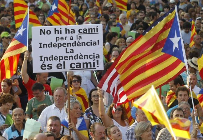 Marchers hold a banner and Catalonian nationalist flags as they demonstrate during Catalan National Day in Barcelona September 11, 2012. Demonstrators from across the region, some urging full independence, others calling for more autonomy from Madrid, marched on Tuesday under the slogan