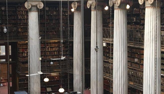 Ο θησαυρός γνώσης μετακομίζει: Μέσα στη νέα Εθνική Βιβλιοθήκη στο ΚΠΙΣΝ
