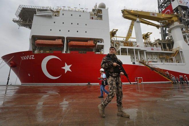 Σε απόσταση αναπνοής από το Γιαβούζ τουρκική φρεγάτα