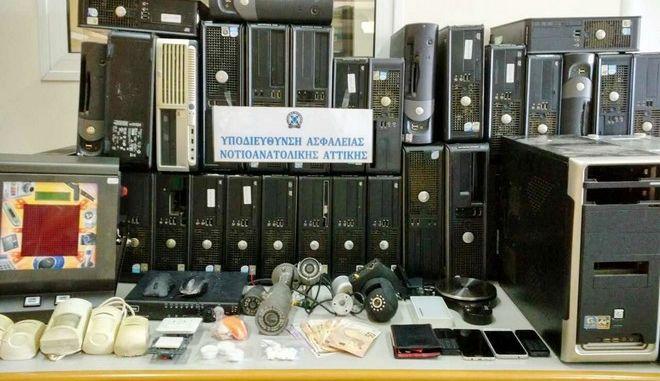 Μίνι καζίνο, ναρκωτικά και κρύπτες στον Άλιμο | Έγκλημα | News 24/7 - News247.gr