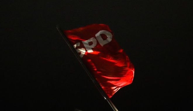The SPD flag waves on top of the Social Democratic Party's headquarters during a meeting of party's leaders with Chairman Martin Schulz in Berlin, Thursday, Nov. 23, 2017. Pressure grew Thursday within Germany's SPD to at least discuss the possibility of forming a new government with Chancellor Angela Merkel's conservatives, after her talks with other parties collapsed over the weekend. (AP Photo/Markus Schreiber)