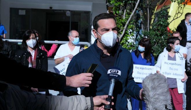 Εμβολιασμός του προέδρου του ΣΥΡΙΖΑ Αλέξη Τσίπρα κατά του κορονοϊού, στο Νοσοκομείο Ευαγγελισμός, την Δευτέρα 28 Δεκεμβρίου 2020. (EUROKINISSI/ΓΡΑΦΕΙΟ ΤΥΠΟΥ ΣΥΡΙΖΑ/ANDREA BONETTI)