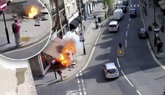 Βίντεο: Γλύτωσε από έκρηξη, ενώ περπατούσε αμέριμνος