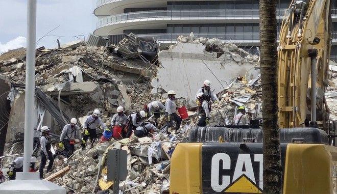 Σωστικά συνεργεία ψάχνουν για επιζώντες μετά την κατάρρευση κτιρίου στο Μαϊάμι