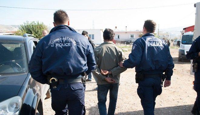 Αστυνομική επιχείρηση σε καταυλισμό ρομά - Φωτό αρχείου
