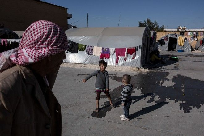 Kurdish children from Kobane play inside a factory used as a refugee camp known as Suphi Nejat Agirnasli in the town of Suruc, Sanliurfa province, Turkey on November 9, 2014.