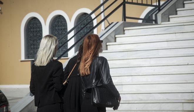 Κηδεία του 46χρονου επιχειρηματία Γιάννη Μακρή στον Ιερό Ναό του Αγίου Νεκταρίου στη Βούλα την Κυριακή 4 Νοεμβρίου 2018. Ο 46χρονος δολοφονήθηκε το βράδυ της Τετάρτης (31/10) έξω από το σπίτι του στο Πανόραμα Βούλας.