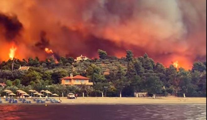 Κόλαση φωτιάς στις Ροβιές