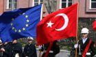 Tούρκοι στρατιώτες κατά την επίσκεψη ευρωπαίου αξιωματούχου στην Άγκυρα