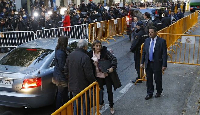 Ex-speaker of the Catalonia parliament Carme Forcadell, center, arrives at the Supreme Court in Madrid, Thursday, Nov. 9, 2017. Six Catalan lawmakers are testifying Thursday before a Spanish judge over claims that they ignored Constitutional Court orders and allowed an independence vote in Catalonia's regional parliament. (AP Photo/Francisco Seco)