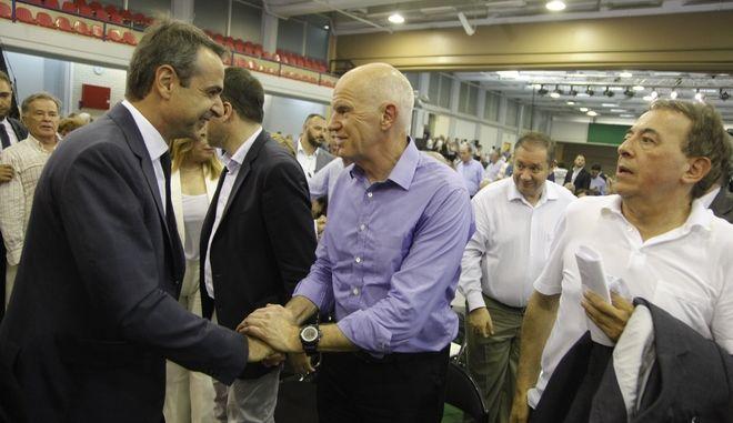 Ο Κυριάκος Μητσοτάκης και ο Γιώργος Παπανδρέου στο Συνέδριο του Κινήματος Αλλαγής