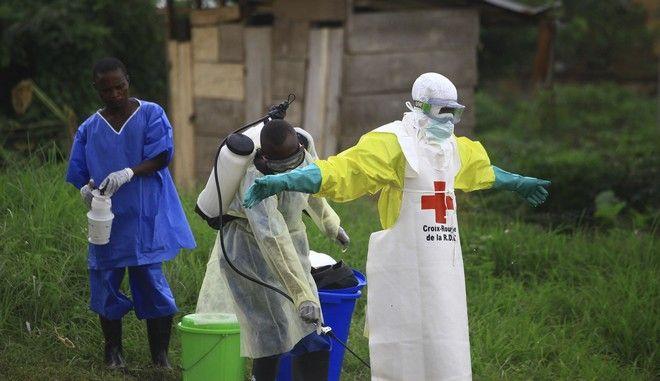 Αμερικανός νοσηλευτής τέθηκε σε καραντίνα, καθώς ενδέχεται να εκτέθηκε στον ιό Έμπολα φροντίζοντας ασθενείς στη ΛΔ Κονγκό