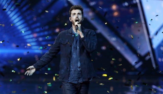 Ο περσινός νικητής του διαγωνισμού τραγουδιού, Duncan Laurence.