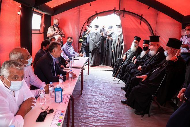 Αρκαλοχώρι: Δίπλα στους σεισμόπληκτους ο Αρχιεπίσκοπος  με την
