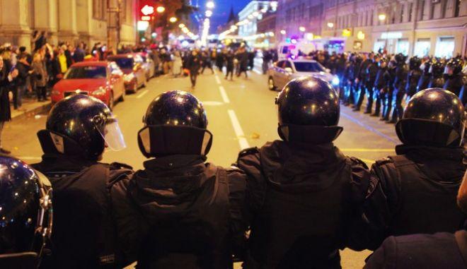 Αστυνομικοί σε διαδήλωση στη Μόσχα