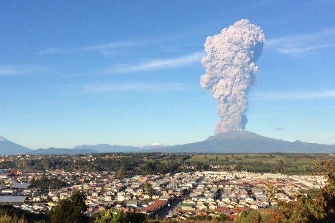 Το ηφαίστειο Καλμπούκο της Χιλής βρυχάται. Εξερράγη για πρώτη φορά μετά από 42 χρόνια