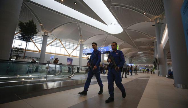 Αστυνομικοί στο αεροδρόμιο της Κωνσταντινούπολης. Φωτο αρχείου.