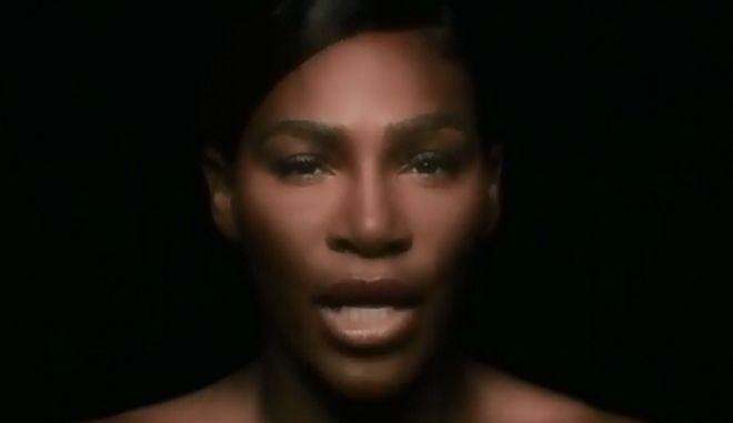 Η Σερένα Ουίλιαμς τραγουδά topless για τον καρκίνο του μαστού