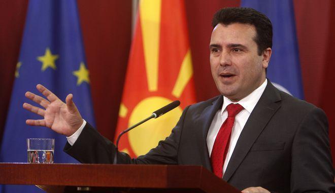 Ο πρωθυπουργός της πΓΔΜ, Ζόραν Ζάεφ, κατά τη διάρκεια συνέντευξης Τύπου μετά την κύρωση της συμφωνίας των Πρεσπών.