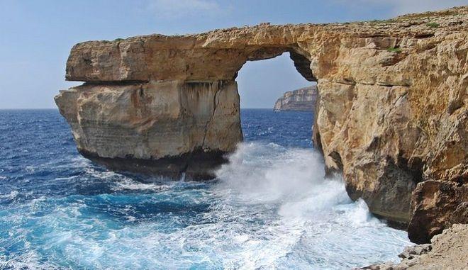 Κατέρρευσε στη θάλασσα το 'Γαλάζιο Παράθυρο', σύμβολο της Μάλτας