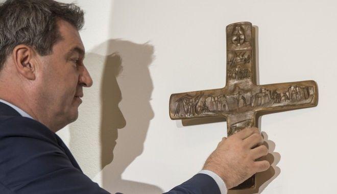 Σε ισχύ το διάταγμα για τον Σταυρό στη Βαυαρία