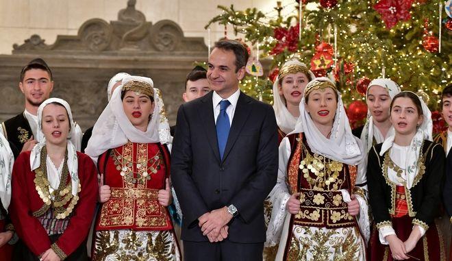 Ο Πρωθυπουργός υποδεχτηκε στο Μέγαρο Μαξίμου, συλλόγους και φορείς για τα παραδοσιακά κάλαντα της Πρωτοχρονιάς.