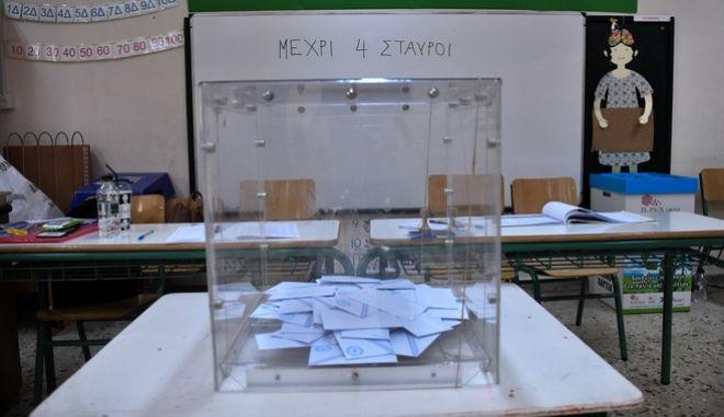 Στιγμιότυπο από την εκλογική διακδικασία σε εκλογικό τμήμα της Αθήνας την Κυριακή 7 Ιουλίου 2019. (EUROKINISSI/ΤΑΤΙΑΝΑ ΜΠΟΛΑΡΗ)