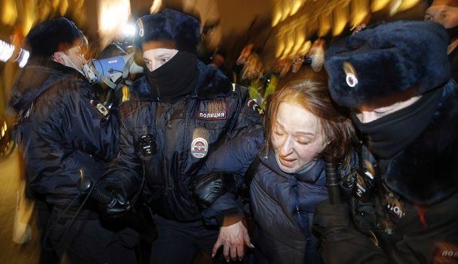 Υποστηρικτές του Αλεξέι Ναβάλνι βγήκαν στους δρόμους για να διαμαρτυρηθούν κατά της φυλάκισής του.