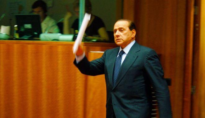 Στιγμιότυπο απο την πρώτη συνεδρίαση της Συνόδου Κορυφής των Αρχηγών Κρατών και Κυβερνήσεων της Ε.Ε που ξεκίνησε τις εργασίες της σήμερα στις Βρυξέλλες. Στην φωτογραφία ο Ιταλός Πρωθυπουργός Σίλβιο Μπερλουσκόνι, Πέμπτη 18 Ιουνίου 2009. (EUROKINISSI/ΤΑΤΙΑΝΑ ΜΠΟΛΑΡΗ)