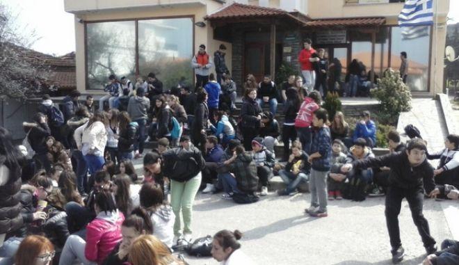 """Μαθήτριες για επεισόδια στην Ιερισσό: """"Ούτε Συριζιώτες είμαστε, ούτε ναρκομανείς"""""""