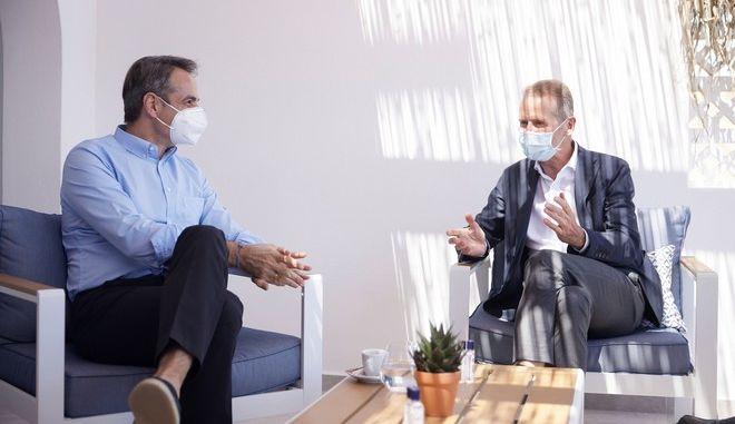 Αστυπάλαια: Ο Μητσοτάκης συναντήθηκε με το διευθύνοντα σύμβουλο του ομίλου Volkswagen