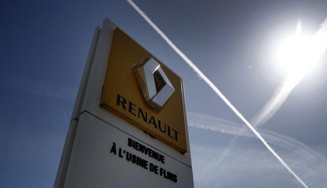 Το logo της Renault σε εργοστάσιο της αυτοκινητοβιομηχανίας