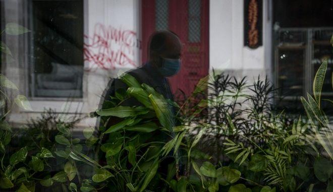 Έρημη πόλη η Αθήνα λόγω καραντίνας