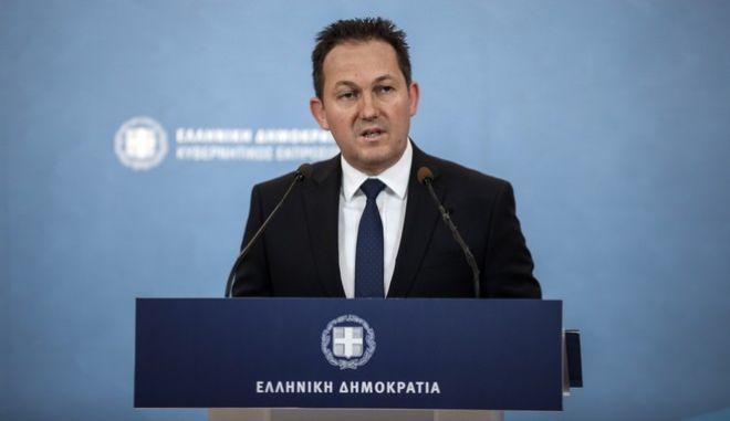 Ενημέρωση των πολιτικών συντακτών από τον κυβερνητικό εκπρόσωπο Στέλιο Πέτσα