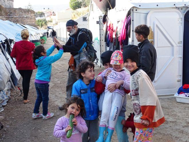Άγγελοι και δαίμονες στον προσφυγικό καταυλισμό της Σούδας