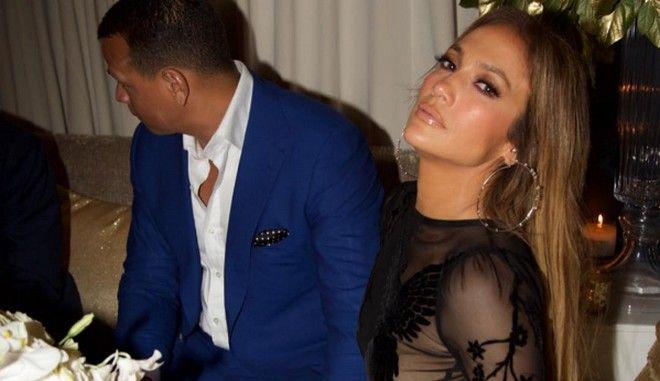 Η Jennifer Lopez γιόρτασε αφήνοντας λίγα στη φαντασία μας