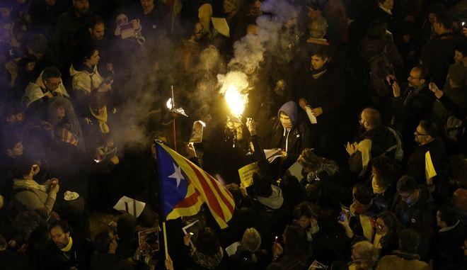 Συγκρούσεις στη Βαρκελώνη για τις διώξεις των αυτονομιστών