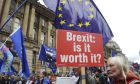 Πολίτες διαδηλώνουν κατά του Brexit
