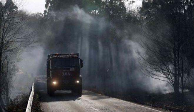 Ισπανία: Πιλότος ελικοπτέρου έχασε τη ζωή του δίνοντας μάχη με τις φλόγες