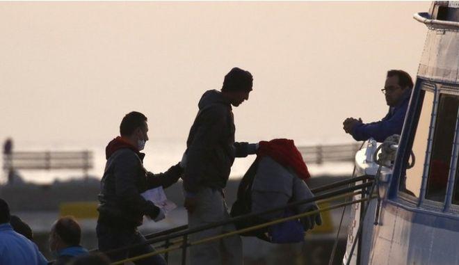 Βολές Frontex κατά των ΜΚΟ που διασώζουν μετανάστες ανοιχτά της Λιβύης